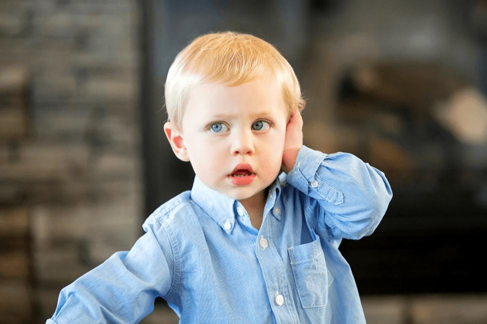 болить вухо у дитини